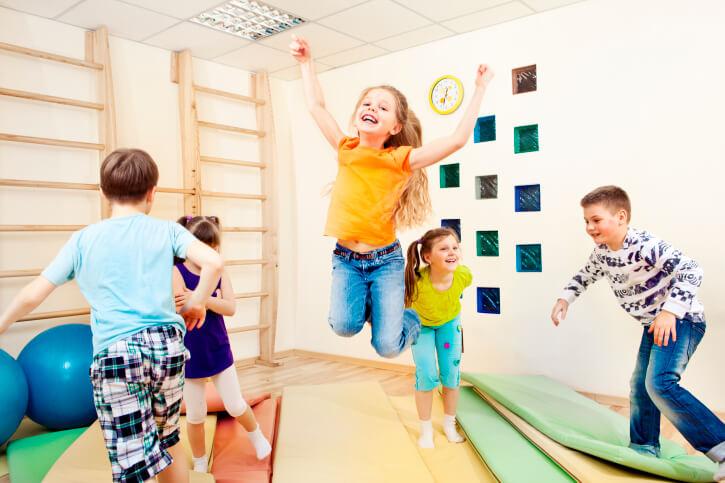 Tahapan perkembangan motorik kasar anak