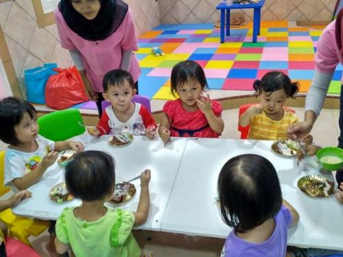 indoor-makan-bersama-1